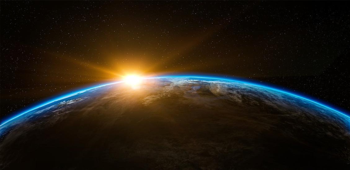 Sonnenaufgang über der Erde